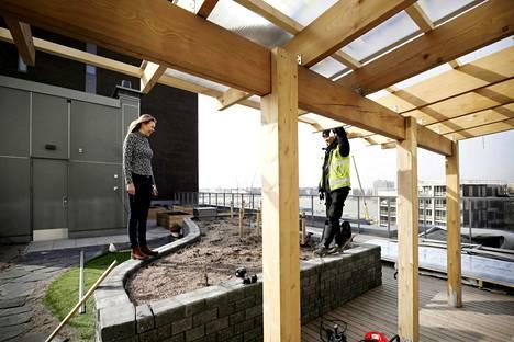 Mikäli uusi arkkitehtuuripoliittinen ohjelma saa ilmaa siipiensä alle, tulevaisuudessa yhä useampi suomalainen saa osallistua kotinsa suunnitteluun jo rakennusvaiheessa kuten Sompasaaren Sumppi-talossa. Siellä kattoterasille rakennettiin yhteinen tilava puutarha.