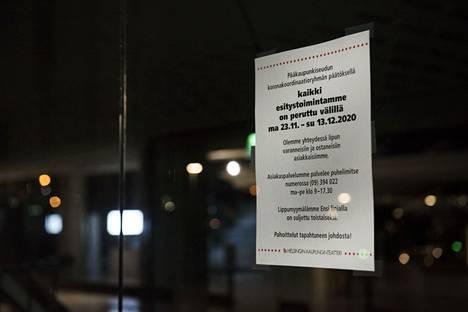 Koronarajoitukset sulkivat Helsingin kaupunginteatterin loppuvuodesta, eikä ovia ole sen jälkeen vielä päästy avaamaan.
