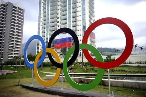 Suuri Venäjän lippu näkyi olympiarenkaiden läpi Rio de Janeirossa elokuussa.