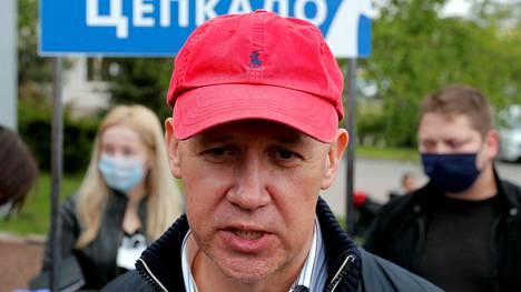 Valeri Tsapkala puhui kannattajilleen kampanjatilaisuudessa Minskissä toukokuun lopulla.