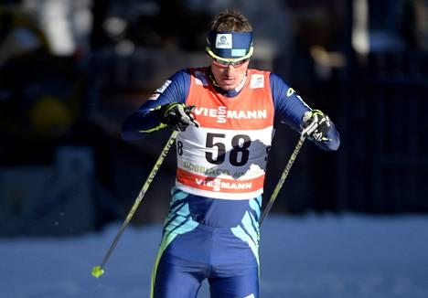 Kazakstanin Aleksei Poltoranin pumppasi tasatyöntöä maailmancupin osakilpailun voittoon ja käytti vapaan hiihtotavan suksia ja monoja.