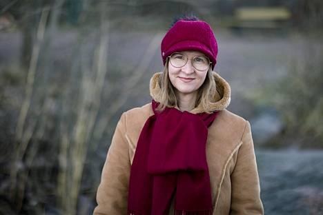 Tutkija Miia Halme-Tuomisaari muistuttaa, että kipeitä tunteita herättäneitä reaktioita olisi syytä käydä läpi myöhemmin läheisen kanssa.