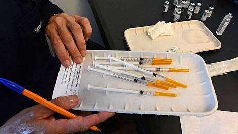 Pfizerin ja Biontechin koronavirusrokotteita Etelä-Ranskan Montpellierissä huhtikuussa.