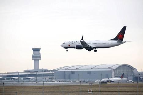 Air Canadan Boeing 737 Max 8 -lentokone lähestyi Toronton Pearsonin kansainvälistä lentokenttää Kanadassa viime keskiviikkona.