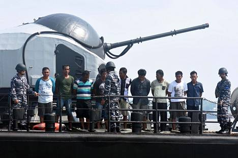 Indonesian laivasto otti kiinni yhdeksän merirosvoa toukokuussa vuonna 2016 lähellä Surabayaa.