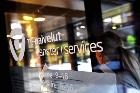 Suomessa merkittävästi pienempi osa 55–64-vuotiaista käy töissä kuin muissa Pohjoismaissa.