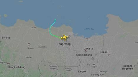 Lentokoneen reitti Flightradar-sivuston mukaan.