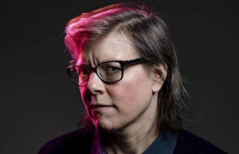 Kirjailija Lena Anderssonin mielestä #metoon myötä sukupuolten välinen jännite voi kasvaa liian suureksi. Tällöin taannumme tilanteeseen, jossa naiset ovat yksi ryhmä ja miehet toinen ryhmä.