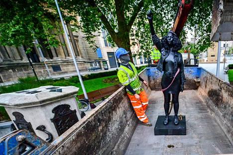 A Surge of Power -patsas ei saanut seistä uudella paikallaan Bristolissa kuin yhden päivän.