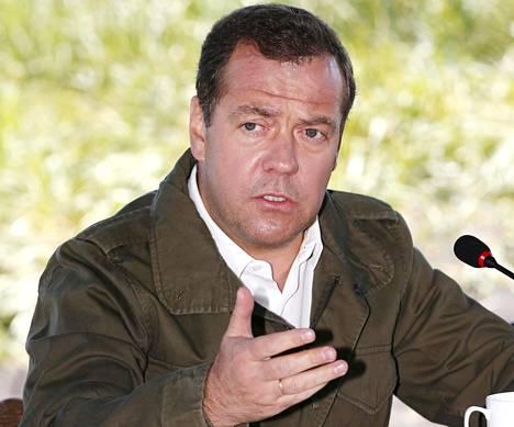 Venäjän pääministeri Dimitri Medvedev vieraili tiettävästi perjantaina lujonnonsuojelualueella Kamtšatkan niemimaalla itäisellä Venäjällä.