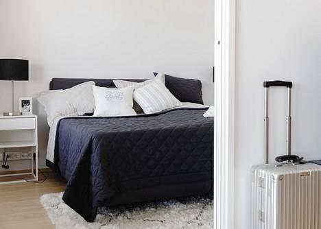 Tomi Sydänmaa käytti sisustussuunnittelijaa asuntonsa kalustamiseen säästääkseen aikaa.
