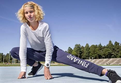 Alisa Vainio harjoituksissa Kimpisen kentällä Lappeenrannassa.