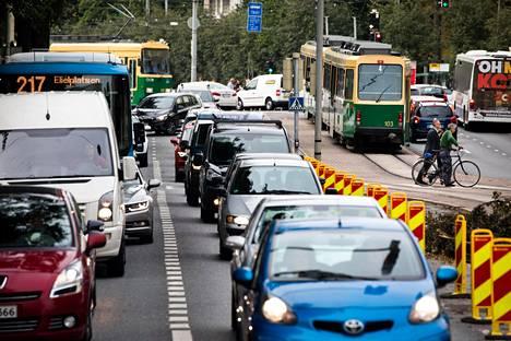 Uuden palvelun kautta käyttäjä saisi satunnaisen auton lisäksi käyttöön joukkoliikenteen matkat ja edulliset taksimatkat.