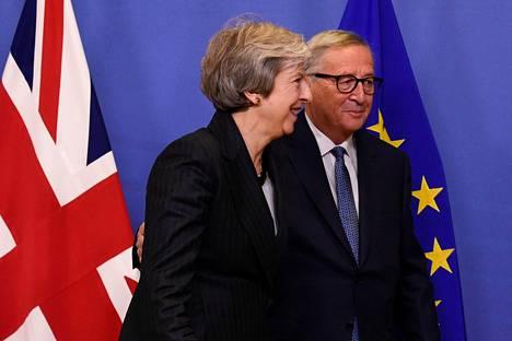 Jean-Claude Juncker ja Theresa May puhuivat medialle viime viikolla Brysselissä.