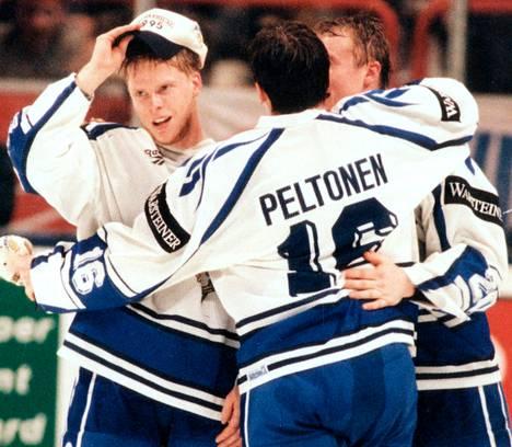 """<span class=""""nimi"""">MM 1995</span><br />Saku Koivu, Ville Peltonen ja Jere Lehtinen hurmasivat suomalaiset, kun Suomi voitti ensimmäisen MM-kultansa Tukholmassa 1995."""