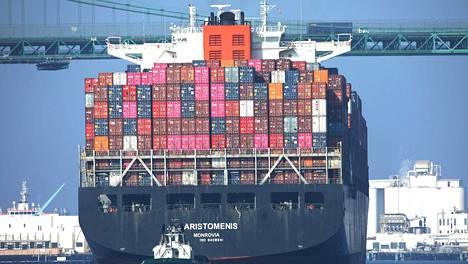 Rahtilaiva saapuu Kiinasta Los Angelesin satamaan 7. marraskuuta. Rahtien määrä on vähentynyt 19 prosenttia vuoden 2018 lokakuuhun verrattuna.