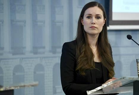 Pääministeri Sanna Marin avasi hallituksen koronastrategiaa perjantaina tiedotustilaisuudessa.