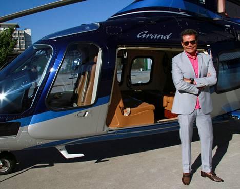 Toimitusjohtaja ja tv-juontaja Marcio Moraes rakastaa helikoptereita.