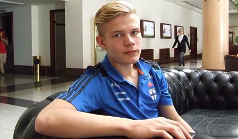 Joel Pohjanpalo sai Nikosiassa ensi kertaa ylleen miesten A-maajoukkueen paidan.