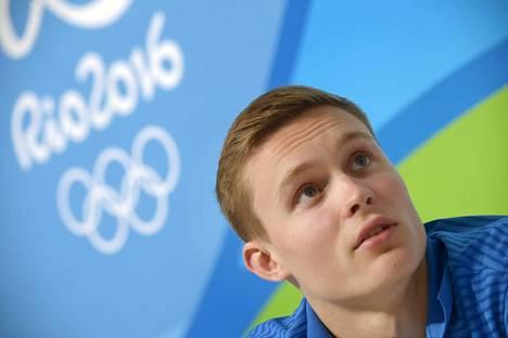 Oskari Kirmes osallistui Suomen joukkueen tiedotustilaisuuteen torstaina.