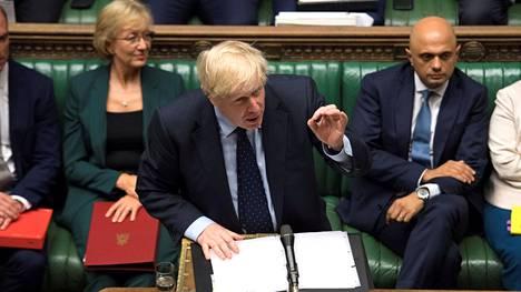 Pääministeri Boris Johnson väitti parlamenttikeskustelussa, että EU:lta on puristettavissa uusi erosopimus ja että sopimusta koskevat neuvottelut edistyvät. Brysselissä ja EU-maissa ei tunnisteta kumpaakaan väitettä todeksi.