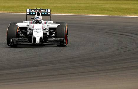 Williamsin Valtteri Bottas toisella harjoituskierroksella Silverstonessa perjantaina.