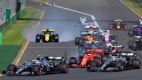 HS-analyysi | Kimi Räikkönen joutuu raapimaan usein niskaansa vihdoin alkavalla F1-kaudella, mutta kuoriutuuko Valtteri Bottaksesta kolmas kovempi versio? HS esittelee F1-kauden tallit, autot ja kuljettajat