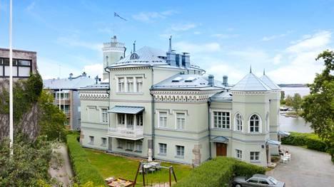 Linnamaisen Villa Kalliolinnan suunnitteli arkkitehti Ernst Lohrmann, ja se valmistui vuonna 1843.