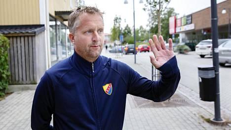Pär Åhrlin aikoo äänestää ruotsidemokraatteja ja sanoo sen myös ääneen. Hänestä sosiaalidemokraatit eivät vaalipuheista huolimatta välitä Ruotsin pienistä paikkakunnista.
