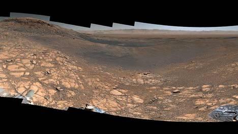 Tässä kuvassa on paljon tarkkuutta. Kuvaa voi zoomata Nasan sivuilla.