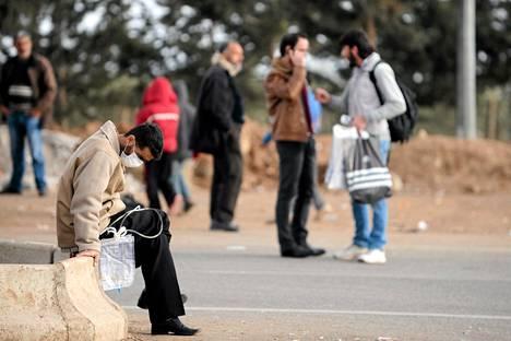 Lähes puolet Syyrian väestöstä tarvitsee pikaisesti humanitaarista apua. Kuvassa pakolaisia Turkin rajalla, lähellä Kilisiä.