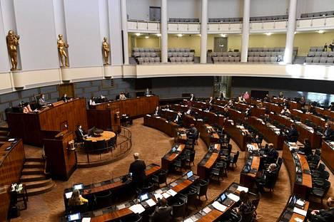 Istuntosali eduskunnan täysistunnossa Helsingissä keskiviikkona.