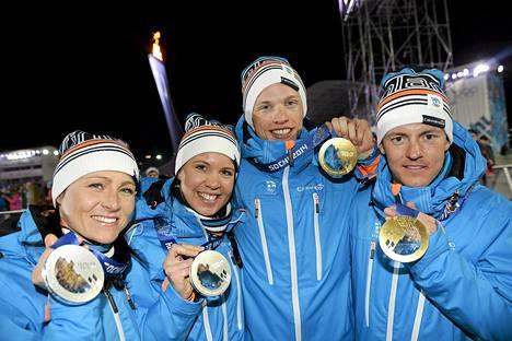 Aino-Kaisa Saarinen, Kerttu Niskanen, Iivo Niskanen ja Sami Jauhojärvi hoitivat parisprintistä olympiamitalit.