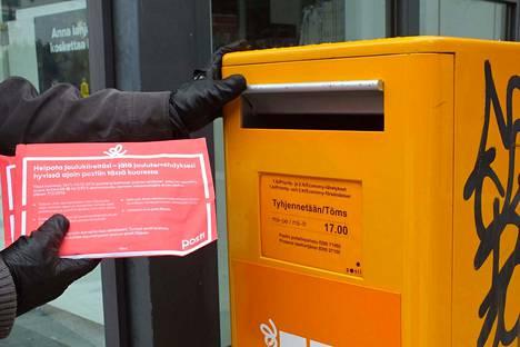 Posti haluaa eroon jakeluongelmista vakinaistamalla postinjakajia.