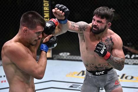 Mike Perry iski Mickey Gallia Las Vegasissa pidetyssä UFC-illassa.