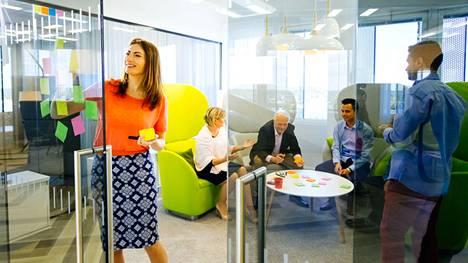 Yrityksissä pohditaan miten työskentelytavat ovat muuttuneet sekä miten varmistetaan työtä tukevat olosuhteet.