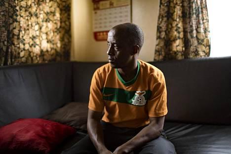 Jean Serge Mandela on ollut Sambiassa jo yli 20 vuotta ja hänen vaimonsa ja lapsensa ovat Sambian kansalaisia.