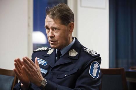 Seppo Kolehmaisen mukaan poliisi ei tee väärää etnistä profilointia, vaan kaikki perustuu tiedustelutietoihin.