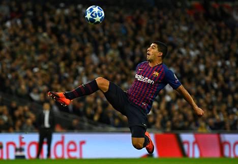 FC Barcelonan Luis Suarez ja hänen joukkuetoveriensa peli Miamissa odottaa yhä viimeistä vahvistusta. Kuva Mestarien liigan ottelusta lokakuun alussa.