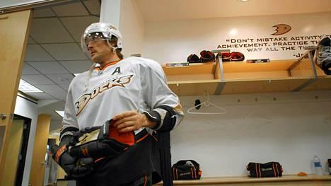 Teemu Selänne päätti pitkän NHL-uransa viime keväänä Anaheimissa.