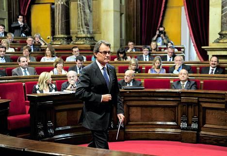 Aluehallinnon johtaja Artur Mas puhui tiistaina Katalonian parlamentissa Barcelonassa.