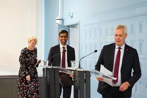 Googlen toimitusjohtaja Sundar Pichai ja pääministeri Antti Rinne (sd) pitivät tiedotustilaisuuden Googlen investoinnista Suomeen syyskuussa. Vasemmalla valtioneuvoston viestintäjohtaja Päivi Anttikoski.
