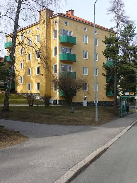 Aropaltion suunnittelema rakennus Hiihtomäentien ja Majavatien kulmassa Herttoniemessä.