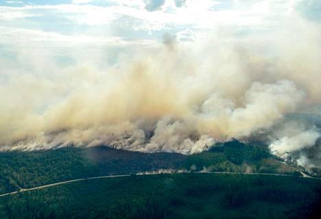Ruotsissa ovat riehuneet jo päiväkausia kymmenet metsäpalot. Ilmakuva on otettu 18. heinäkuuta Ljusdalin lähellä.