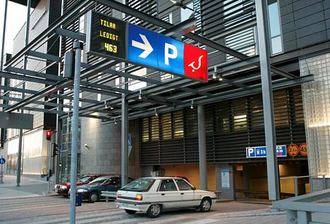 Leppävaarassa on runsaasti pysäköintitilaa kadunvarsipaikkojen lisäksi. Kuvassa Sellon pysäköintihalli.
