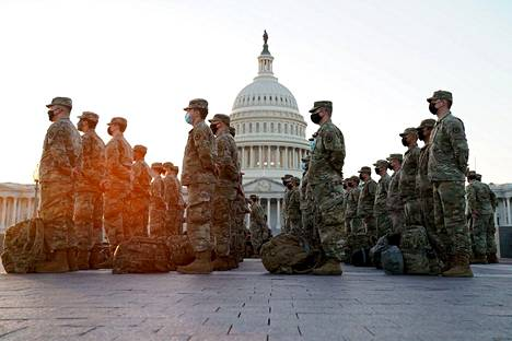 Soldiers of the National Guard gathered in front of the US Congress early Wednesday in Finnish time.