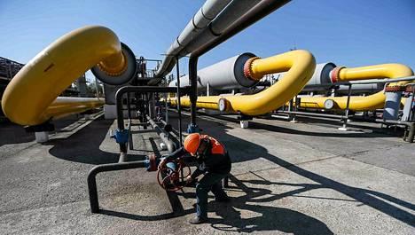 Länsi-Ukrainassa sijaitsevan Striyin kaupungin lähistöllä sijaitseva kaasuvarasto toukokuussa.