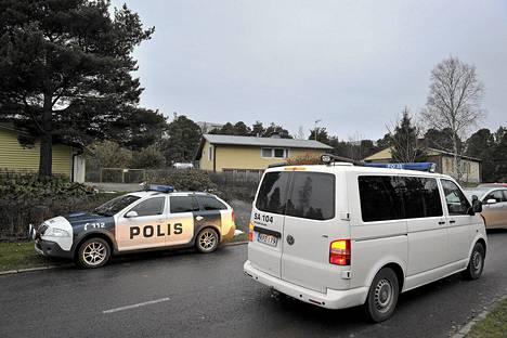 Poliisi piiritti ja otti Raumalla kiinni aseistautuneen miehen Paroalhon kaupunginosassa Lehtokadulla.
