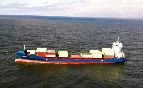 151-metrinen Phoenix J -niminen laiva on kiinni niin kutsutulla Rauman matalalla vajaan kahdenkymmenen kilometrin päässä Rauman kaupungista.