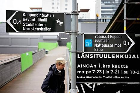 Juha Hurme's route from Tapiola metro station to the theater runs in exactly the opposite direction to the signposts.